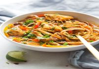 Thai coconut curry noodles with chicken and veggies