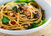 Chinese Chicken Noodles with Vegetables.