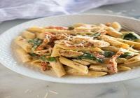 Mix Pasta with Chicken, Veggies and Herbed Pesto Sauce