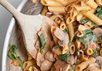 Mix Pasta Rose with Mushrooms Spinach and Garlic Bread